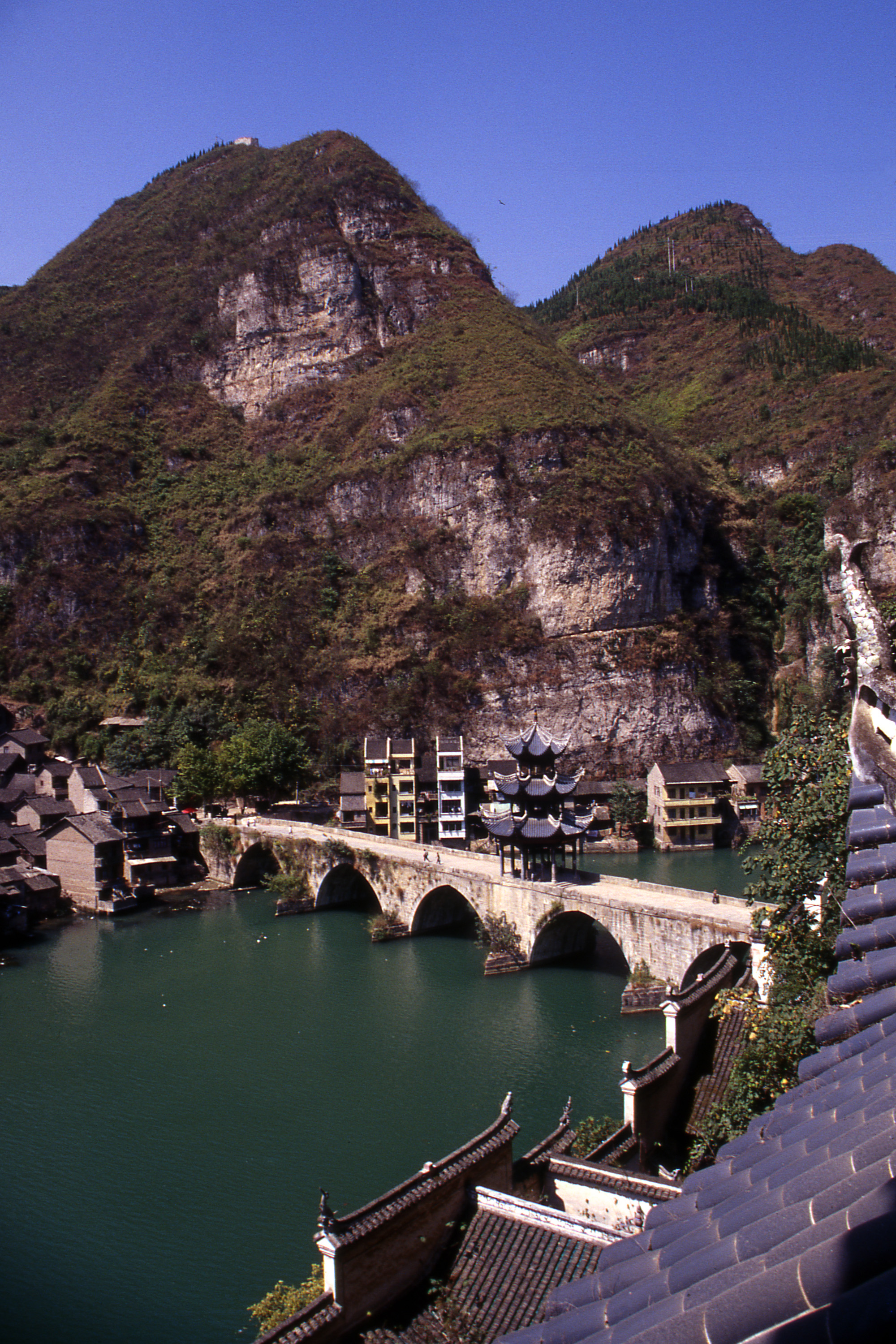 Zhenyuan (Guizhou) China  city pictures gallery : View from Qinglong Dong, Zhenyuan, Guizhou, China Click to Zoom
